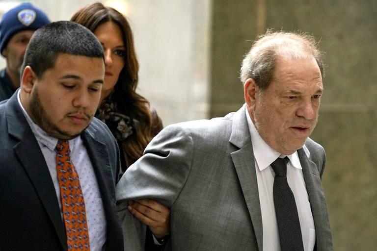 O produtor Harvey Weinstein chega para audiência criminal a respeito das acusações de assédio que responde