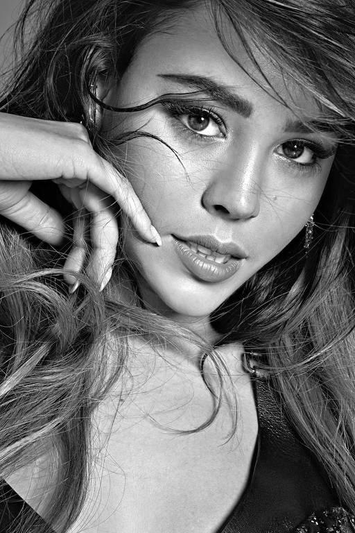 Imagens da atriz Danna Paola