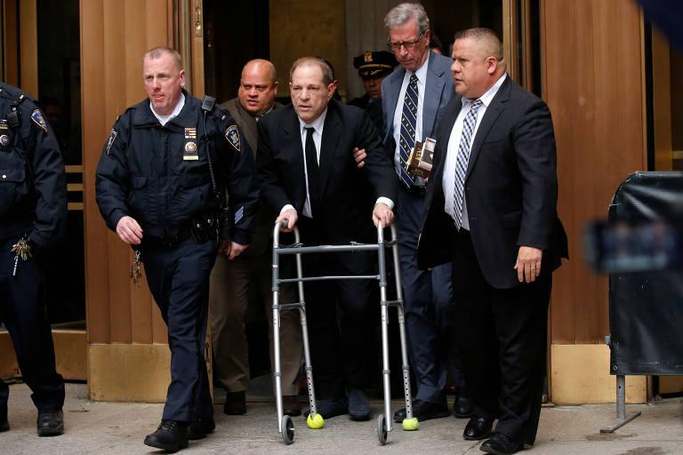 O produtor Harvey Weinstein chega ao Tribunal Penal no primeiro dia do julgamento dos crimes de assédio sexual que é acusado, em Manhattan
