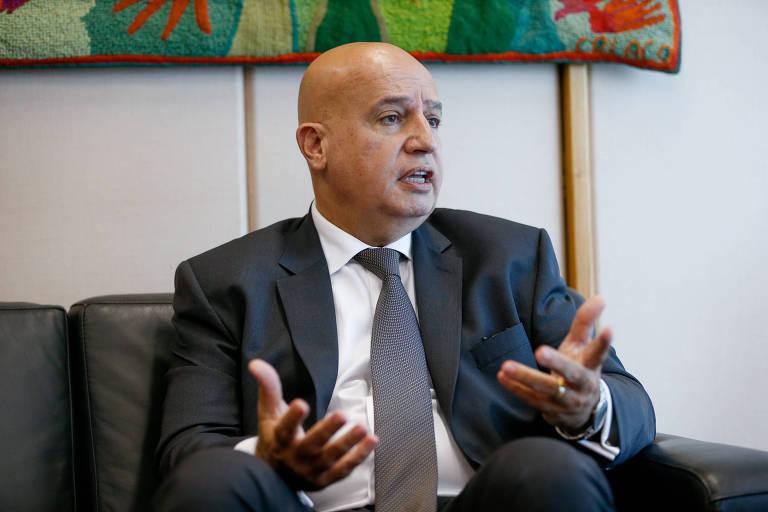 Valdir Simão em seu gabinete durante entrevista exclusiva à Folha de S. Paulo em 2016