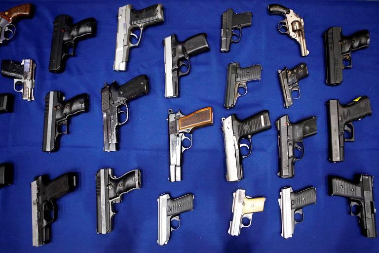 Armas apreendidas pela polícia em Nova York (EUA) em 2013