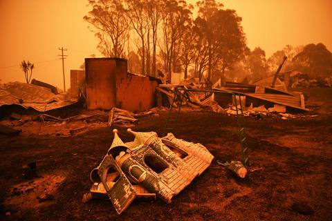 The remains of a destroyed house are pictured in Cobargo, as bushfires continue in New South Wales, Australia January 5, 2020. REUTERS/Tracey Nearmy ORG XMIT: GGGTN1483