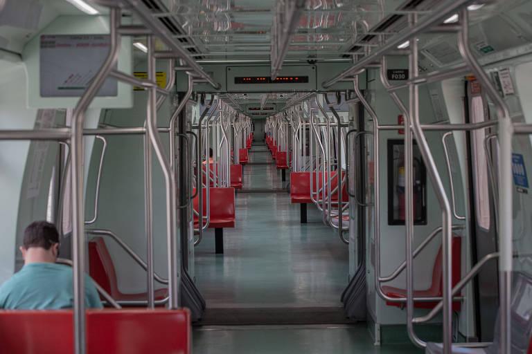 Vagões vazios do Expresso para Guarulhos nesta segunda-feira (6)
