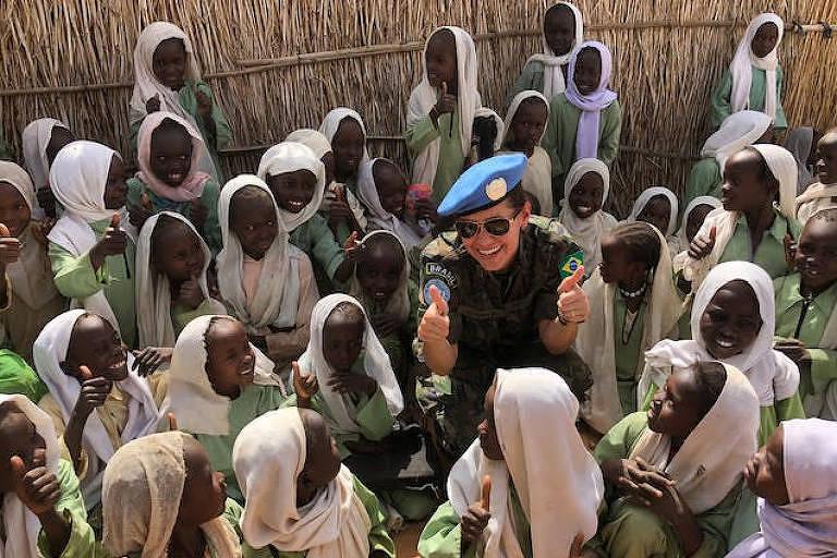 A brasileira Luanda Bastos durante a missão da qual participou em Darfur, no Sudão