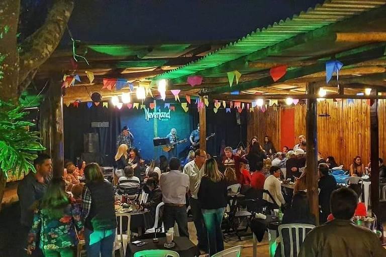 Conheça o Neverland Bar, em Cotia