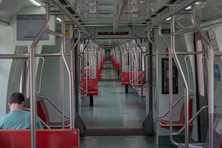 Expresso para aeroporto de Cumbica (SP) fica vazio