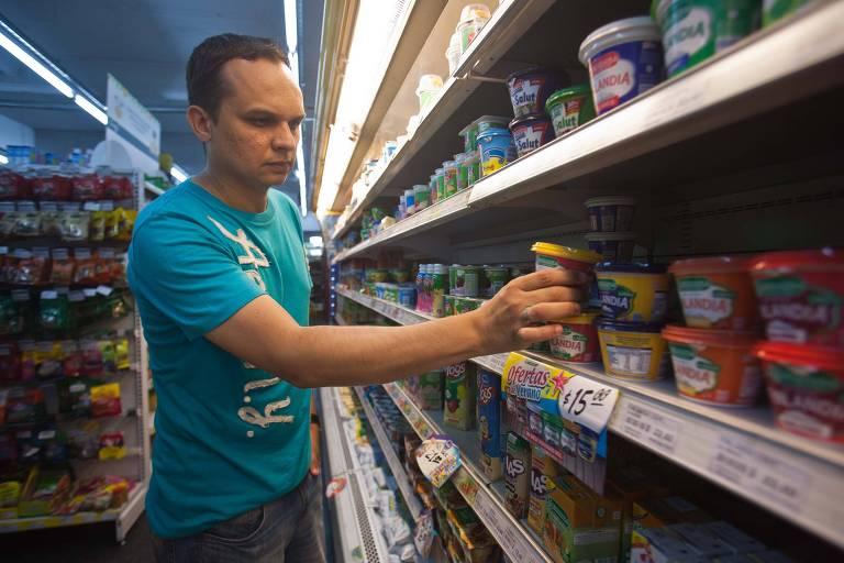 Argentina amplia lista de produtos que têm preços congelados