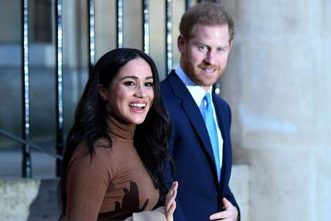 (FILES) In this file photo taken on January 07, 2020 Britain's Prince Harry, Duke of Sussex and Meghan, Duchess of Sussex react as they leave after her visit to Canada House in thanks for the warm Canadian hospitality and support they received during their recent stay in Canada, in London. - Britain's Prince Harry, Meghan are to step back as 'senior' royals, Buckingham Palace announced on January 8, 2010. (Photo by DANIEL LEAL-OLIVAS / POOL / AFP)