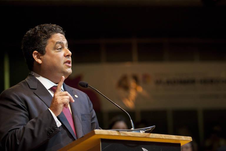 Felipe Santa Cruz discursa durante Prêmio Vladimir Herzog de Anistia e Direitos Humanos 2019 no Tucarena, teatro em São Paulo