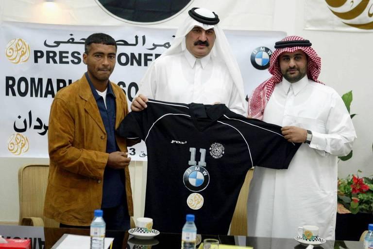 Romário durante a apresentação como reforço do Al Sadd, em Doha