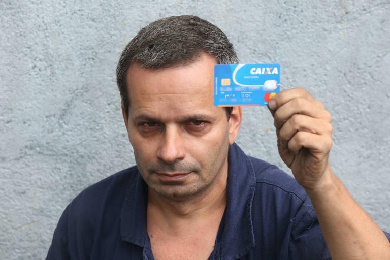O pintor João José Domingues de Souza, 50 anos, da Vila Alpina (zona leste), relata que já registrou reclamações na central de atendimento do banco