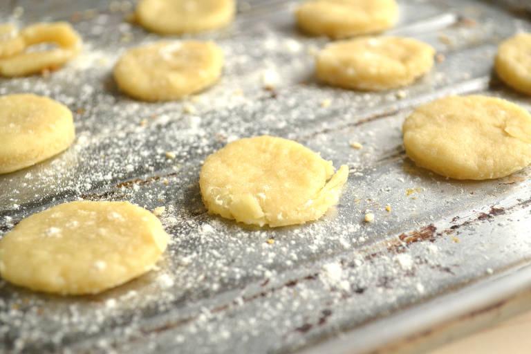 Snack de queijo é um biscoitinho de queijo fácil de fazer