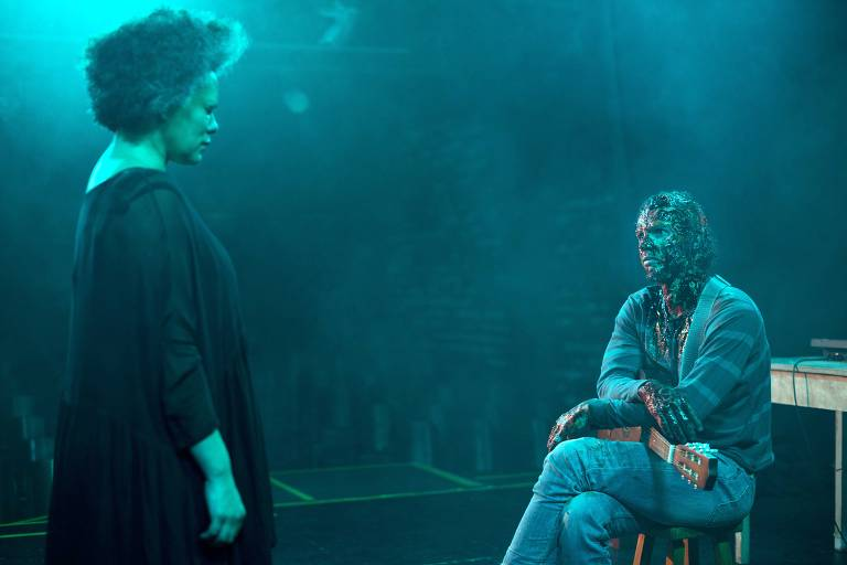 Dois atores num palco