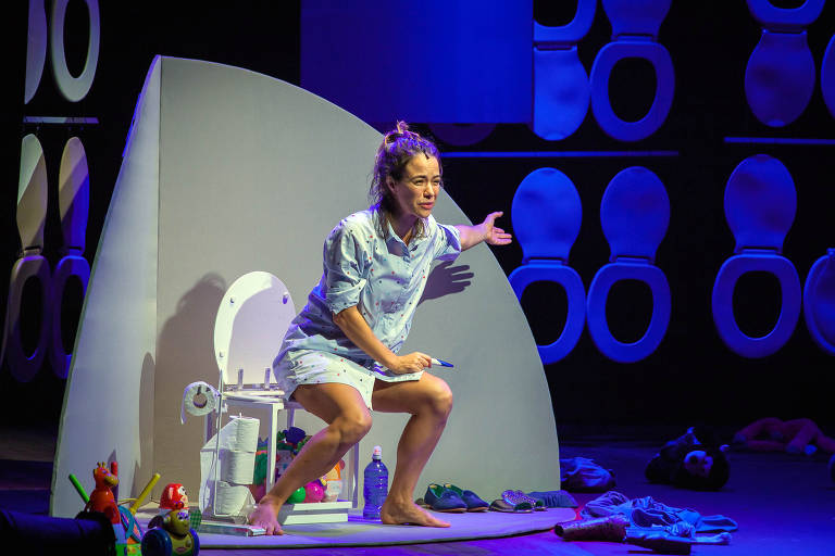 Veja cenas do espetáculo 'Mãe Fora da Caixa' com Miá Mello