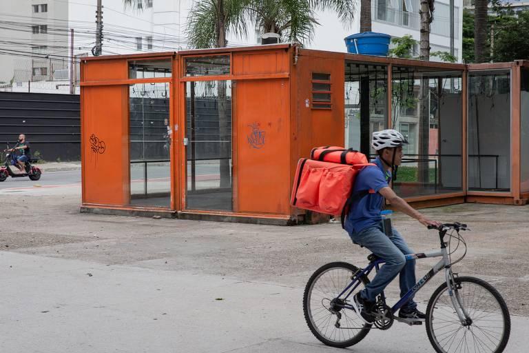 Bicicletário da Praça dos Arcos, no fim da avenida Paulista, fechado desde 31 de dezembro de 2019; estrutura era operada pela Tembici, com patrocínio do Itaú