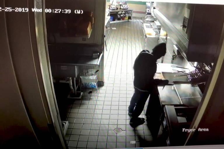 Assaltante faz lanche e dorme em restaurante