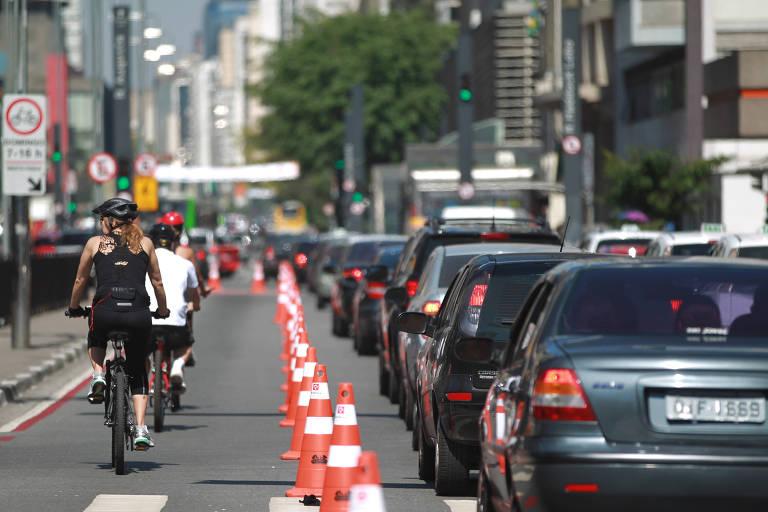 Ciclofaixa de Lazer na avenida Paulista, em São Paulo