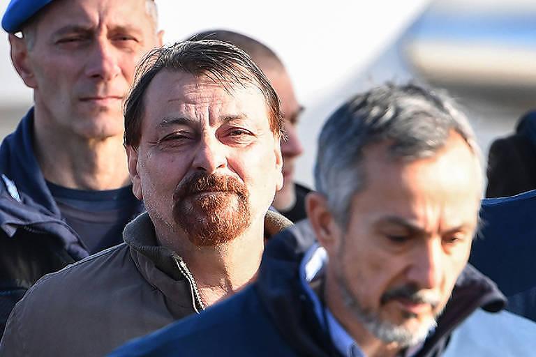 O ex-terrorista Cesare Battisti desembarca em Roma em janeiro de 2019 após ser capturado na Bolívia