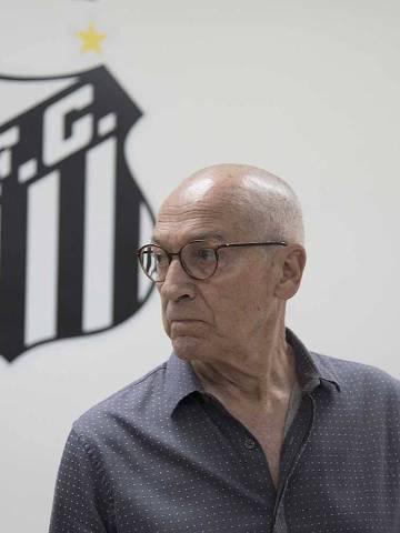 O português Jesualdo Ferreira substitui o argentino Jorge Sampaoli no comando do Santos