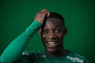 Retrato do jogador Patrick de Paula, 20, volante do Palmeiras