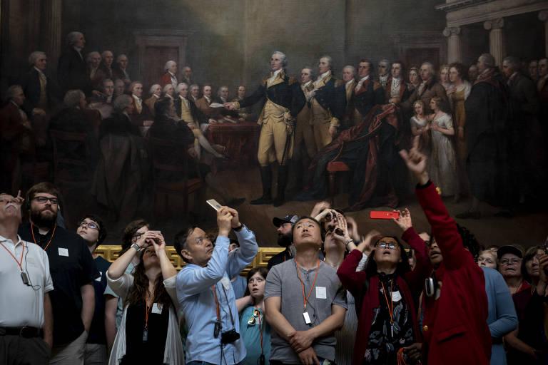 Turistas em visita ao Capitólio, em Washington (EUA)