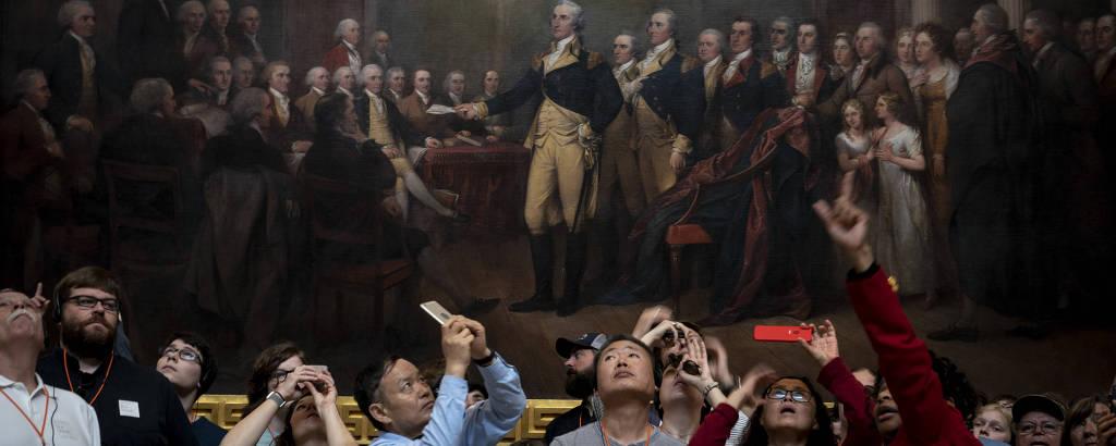 Turistas visitam o Capitólio, em Washington