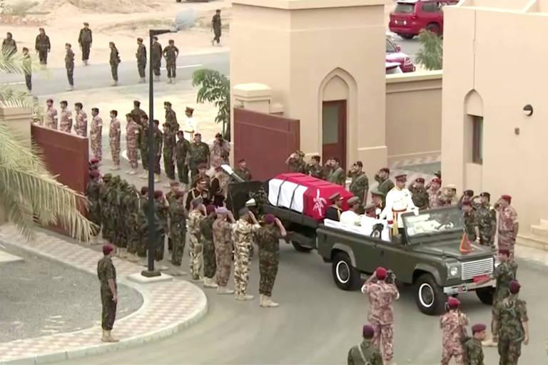 Sultão de Omã é velado; veja fotos de hoje