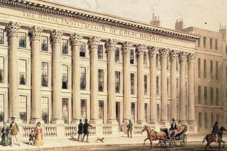 Os Somerville frequentavam o Royal Institution, fundado em 1799 para difundir o conhecimento