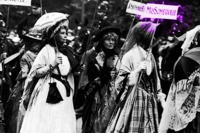 Em um desfile em 1911 em que sufragistas se vestiram como mulheres famosas, uma delas foi de Mary Somerville