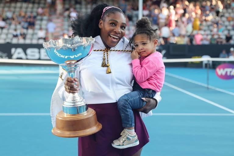 Serena Williams com sua filha, Alexis Olympia, após o título em Auckland