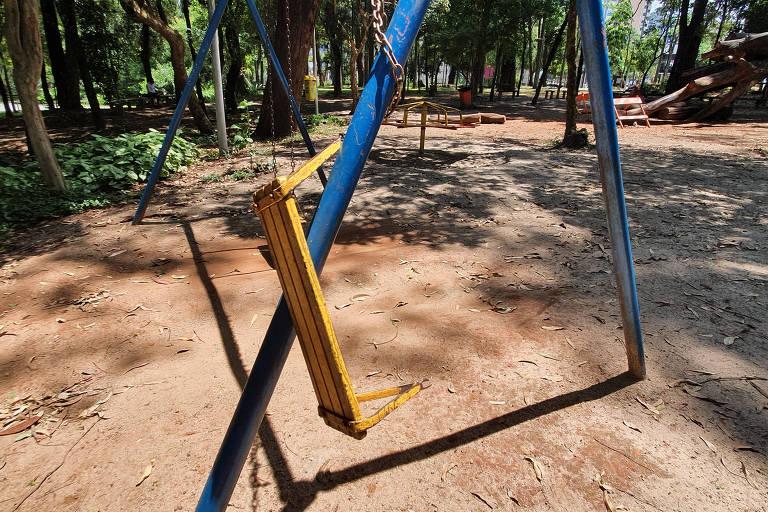 Brinquedo quebrado no Parque Prefeito Celso Daniel, em Santo André