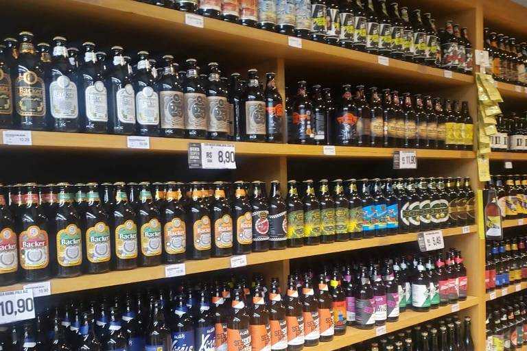 Gôndolas de mercado sem cervejas Belorizontina