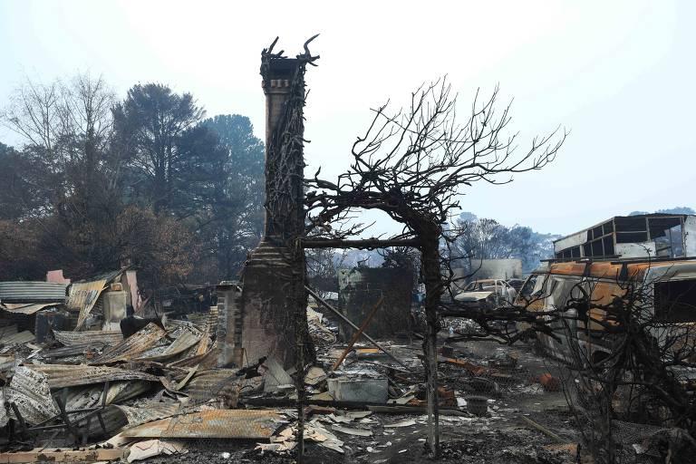 Incêndio deixa ruínas na Austrália; veja fotos de hoje