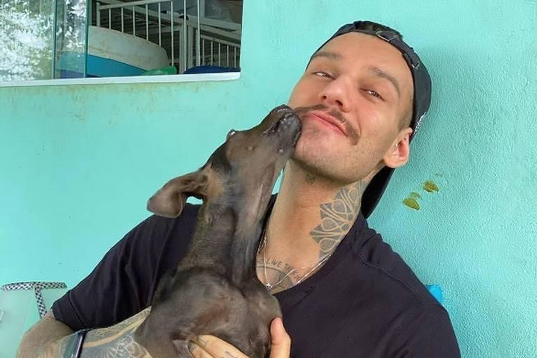 Lucas Lucco adota cadelinha
