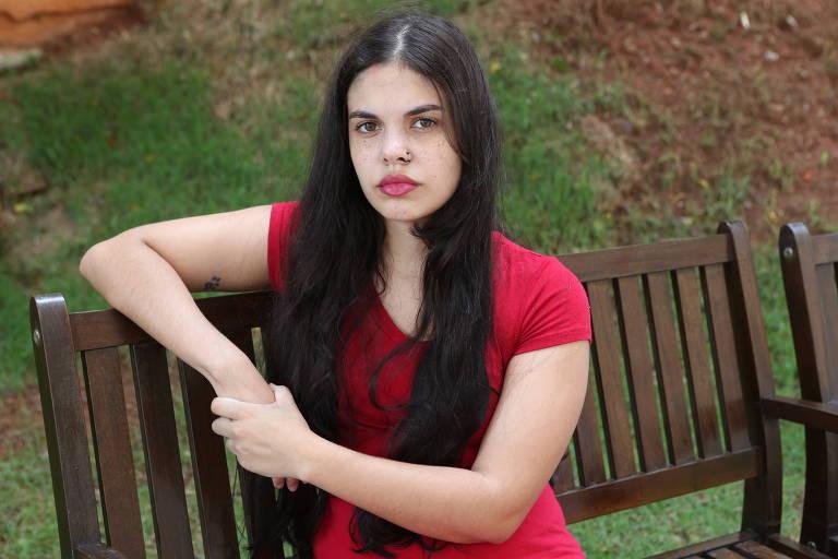 A estudante Giovanna Emille Cruz, 21, conta que comprou um celular no Carrefour, com entrega expressa, mas diz que ainda não recebeu o produto
