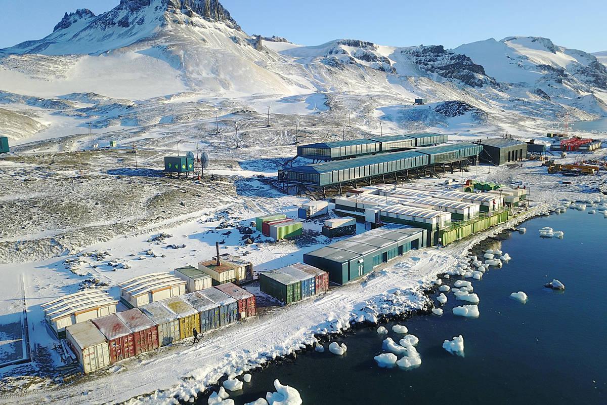 Resultado de imagem para Brasil adia inauguração de base na Antártida após mau tempo atrapalhar pouso de Mourão Autoridades esperam desde segunda-feira (13) melhora do tempo para chegar à estação