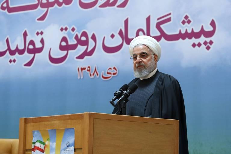 Irã anuncia prisão de envolvidos em derrubada acidental de avião; protestos continuam