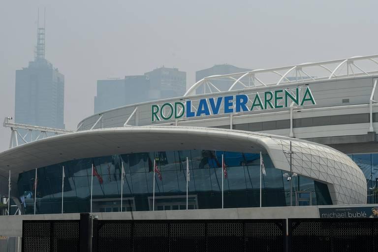 Fachada da Rod Laver arena em meio à névoa