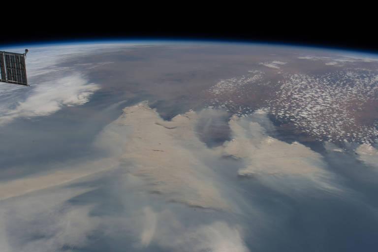 Fumaça dos incêndios vista da Estação Espacial Internacional