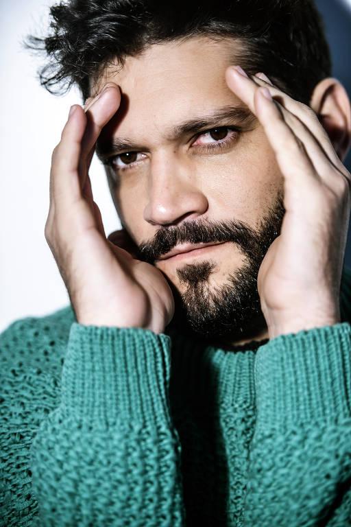 Imagens do ator Armando Babaioff