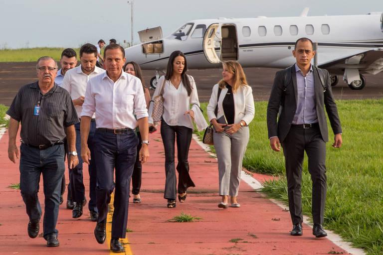 O governador João Doria (PSDB) ao desembarcar de voo locado pelo estado para cumprir agendas em Barretos (SP), em 8 de janeiro de 2019