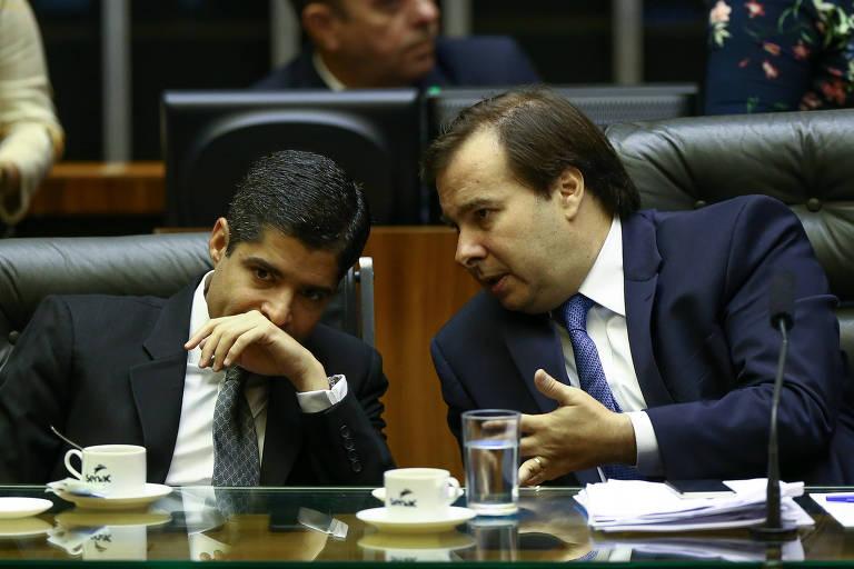 O prefeito de Salvador e presidente nacional do DEM, ACM Neto (esq), e o presidente da Câmara dos deputados, Rodrigo Maia (DEM-RJ)