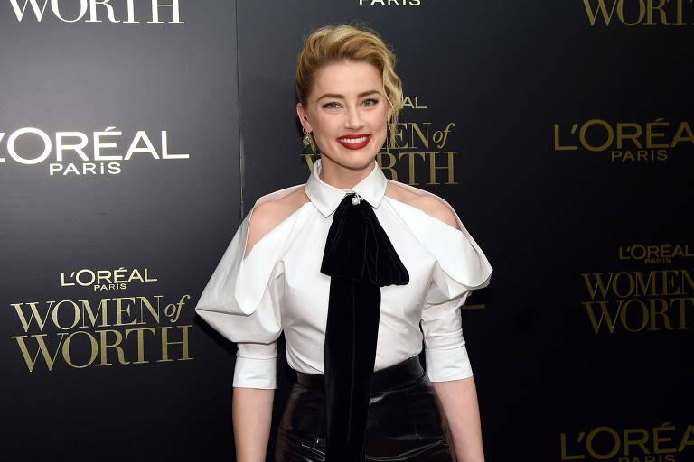 Amber Heard, ex de Johnny Depp, está namorando outra mulher, diz jornal