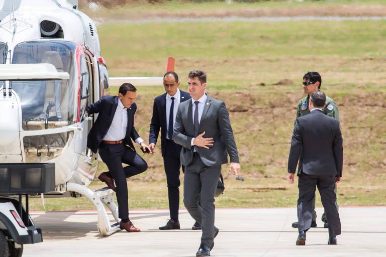 Doria desembarca em São Roque (SP) do helicóptero PR-GSP, que pertence ao governo e é usado para o transporte de autoridades; no local, governador participou de inauguração de aeroporto privado voltado à aviação executiva