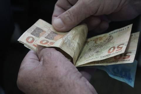 SÃO PAULO,SP,28.11.2019:SAL�RIO-M�NIMO-2020 - Vista de notas de real em São Paulo (SP), nesta quinta-feira (28). O governo federal reduziu em R$ 8 a estimativa para o salário mínimo em 2020, que ficou em R$ 1.031. (Foto: Willian Moreira/Futura Press/Folhapress) ***PARCEIRO FOLHAPRESS - FOTO COM CUSTO EXTRA E CRÉDITOS OBRIGATÓRIOS***