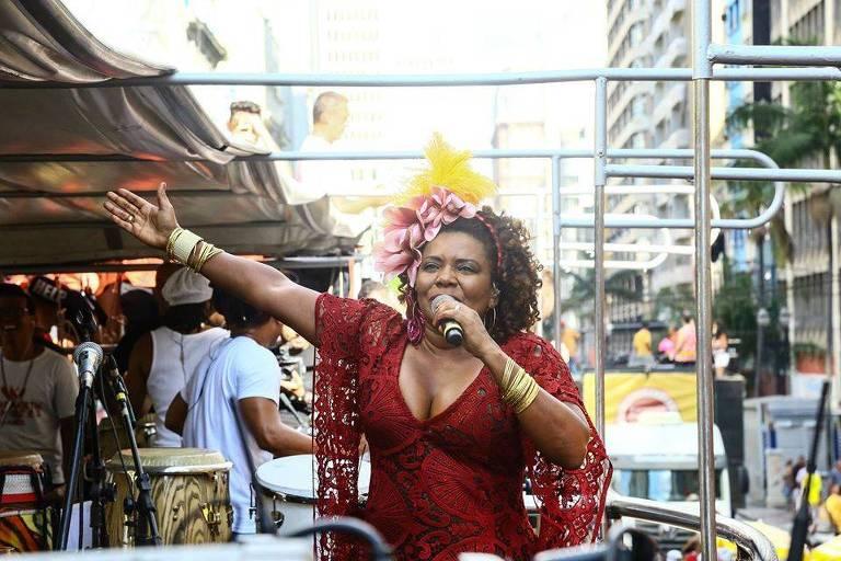Margareth Menezes durante bloco