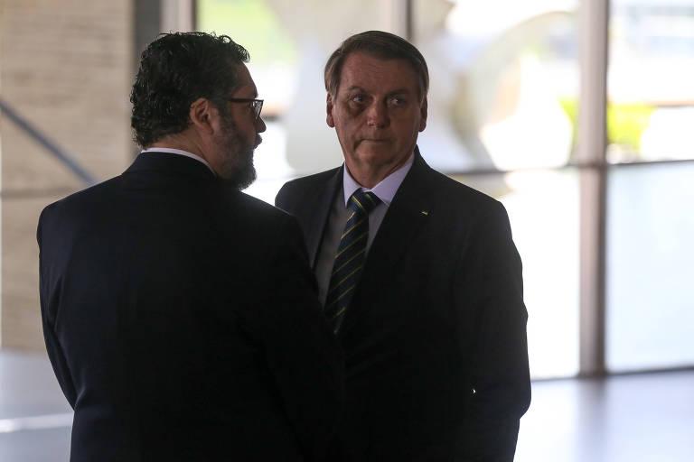 O chanceler Ernesto Araújo e o presidente Jair Bolsonaro participam de evento no Palácio do Itamaraty em novembro