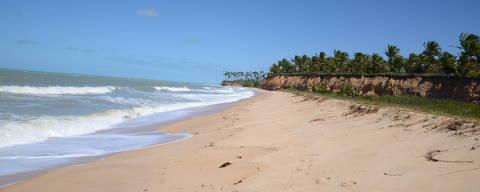 Praia de Barra do Cahy, em Cumuruxatiba na BA. (Foto: Felipe Souza/Folhapress)