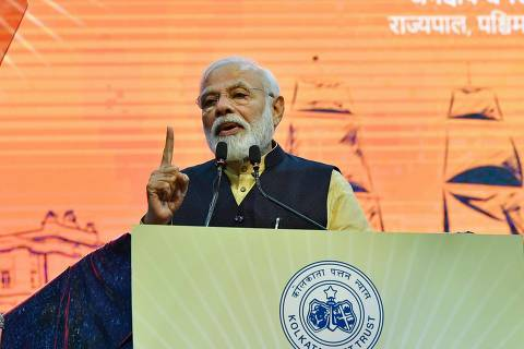 This handout photograph released by India's Press Information Bureau (PIB) and taken on January 12, 2020 shows India's Prime Minister Narendra Modi addressing a gathering on the occasion of the 150 years of the Kolkata Port Trust, in Kolkata, during his two-day official visit to Bengal. (Photo by Handout / PIB / AFP) / RESTRICTED TO EDITORIAL USE - MANDATORY CREDIT