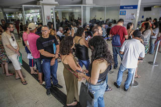 Fila para atendimento em agência da Previdência Social na Asa Sul em Brasília (DF)